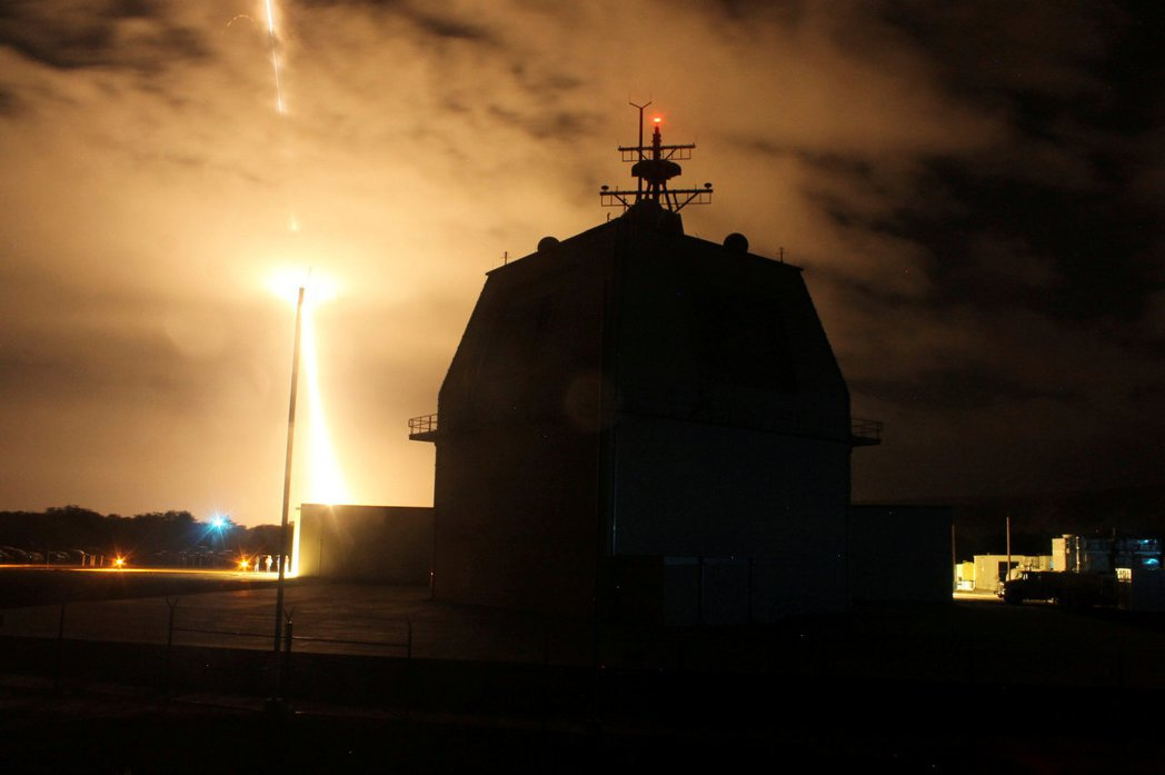 圖為美軍在夏威夷進行陸基神盾系統的測試。 圖/路透社