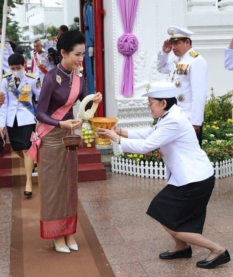 泰國「廢妃」詩妮娜正式復位後首次公開露面。 圖/翻攝自馬歇爾推特