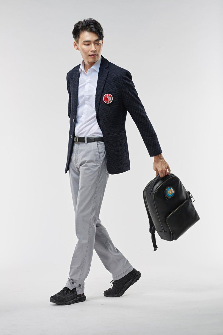 70週年西裝外套8970元、70週年襯衫(白)1570元、Icon系列後背包(黑...