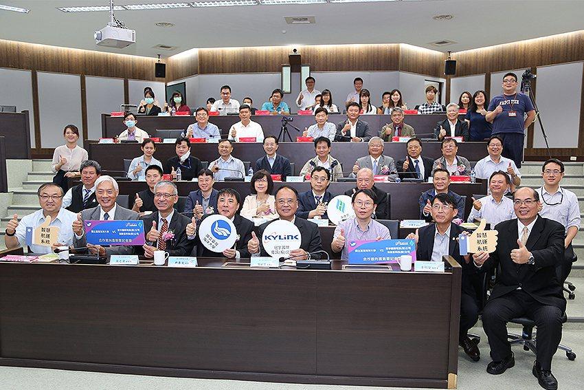 臺海大舉辦「智慧型航運系統設計開發」三方合作簽約,發展智慧與綠能航運產業,加速綠...