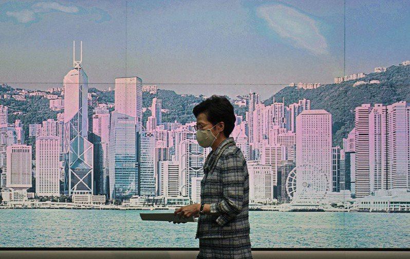 香港特首林鄭月娥12日突然宣布施政報告押後,政壇猜測可能北京對其報告內容有意見。 美聯社