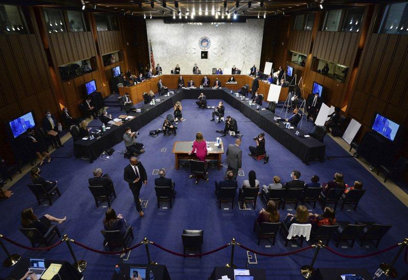 參院司法委員會12日舉行川普總統提名的大法官候選人巴瑞特的聽證全景。(美聯社)