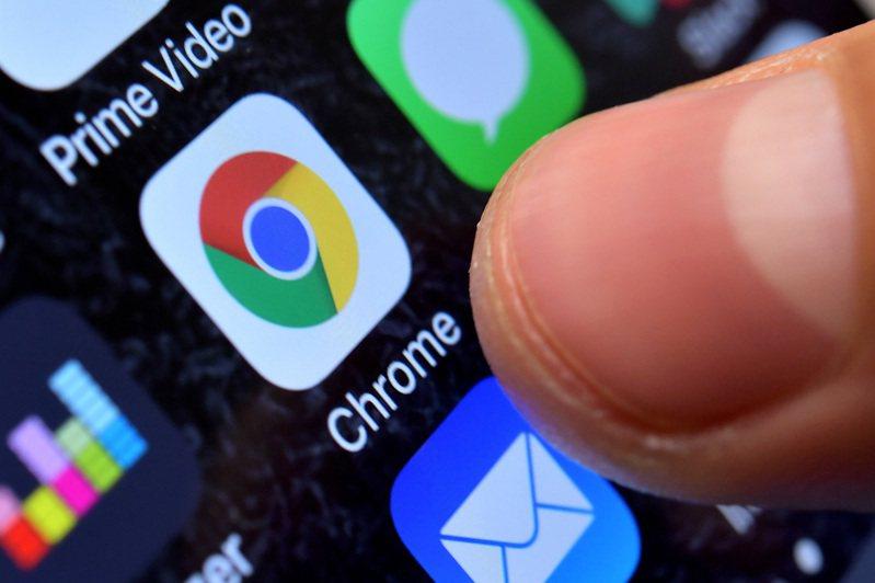 美媒引述3名知情人士報導,美國司法部及州檢察官針對Google涉嫌壟斷展開調查,擬強制Google出售旗下主宰市場的Chrome瀏覽器事業,以及其部分獲利豐厚的廣告業務。 歐新社