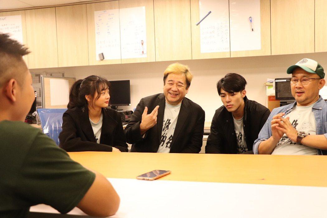 監製瞿友寧(左起3)分享製作理念