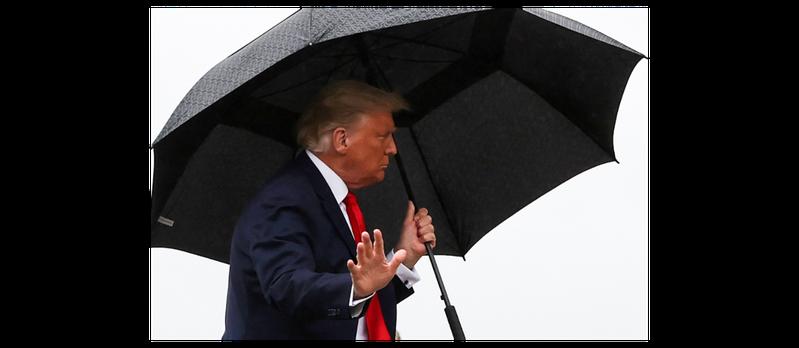 川普12日前往佛羅里達州拉票,這是他確診後首度離開白宮參加選舉活動。路透社