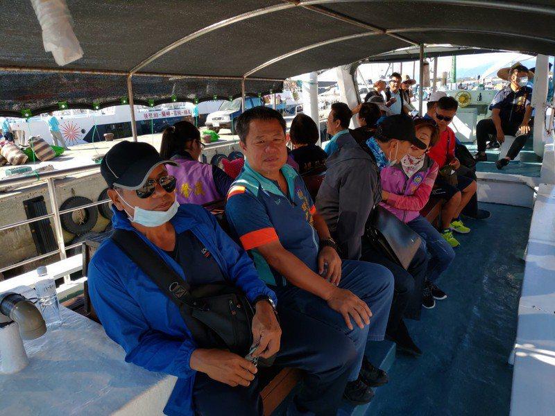 台東縣議會今天安排全體議員搭乘賞鯨船體驗台東「藍色公路」,作為問政參考。記者羅紹平/翻攝