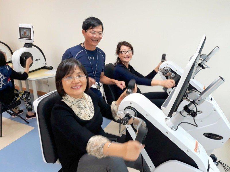 協助評估及預防肌少症。 圖/長庚科大提供