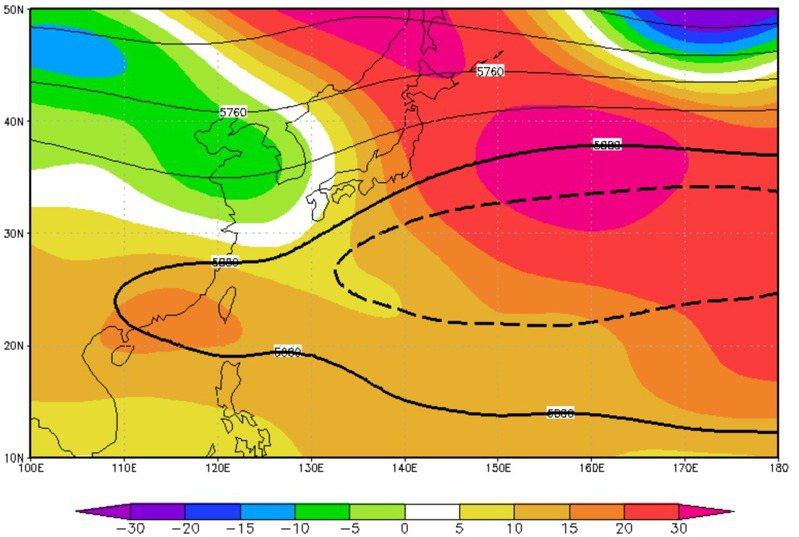 今年的太平洋高壓以黑色粗實線為代表,氣候平均的範圍則以黑色粗虛線為代表。圖/取自賈新興臉書