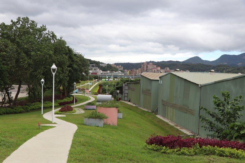 中興路以南中央軸帶分為三期闢建,前二期道路及綠美化已完工,約近650公尺長,包含近2千坪綠地的「五股新冪境」公園。記者吳亮賢/攝影