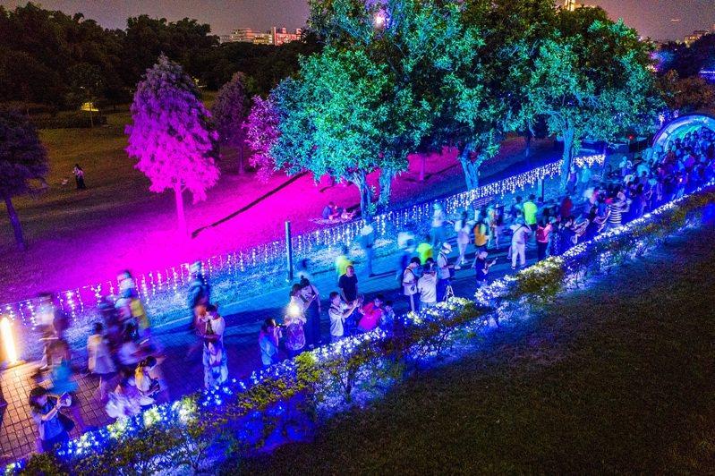 嘉市府指出,來嘉旅遊住宿又前往「光織影舞」展,就有抽獎機會。圖/市府提供