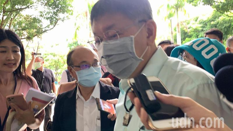 柯文哲今下午出席「台北市109學年度雙語教育論壇」,會前媒體堵訪。記者趙宥寧/攝影