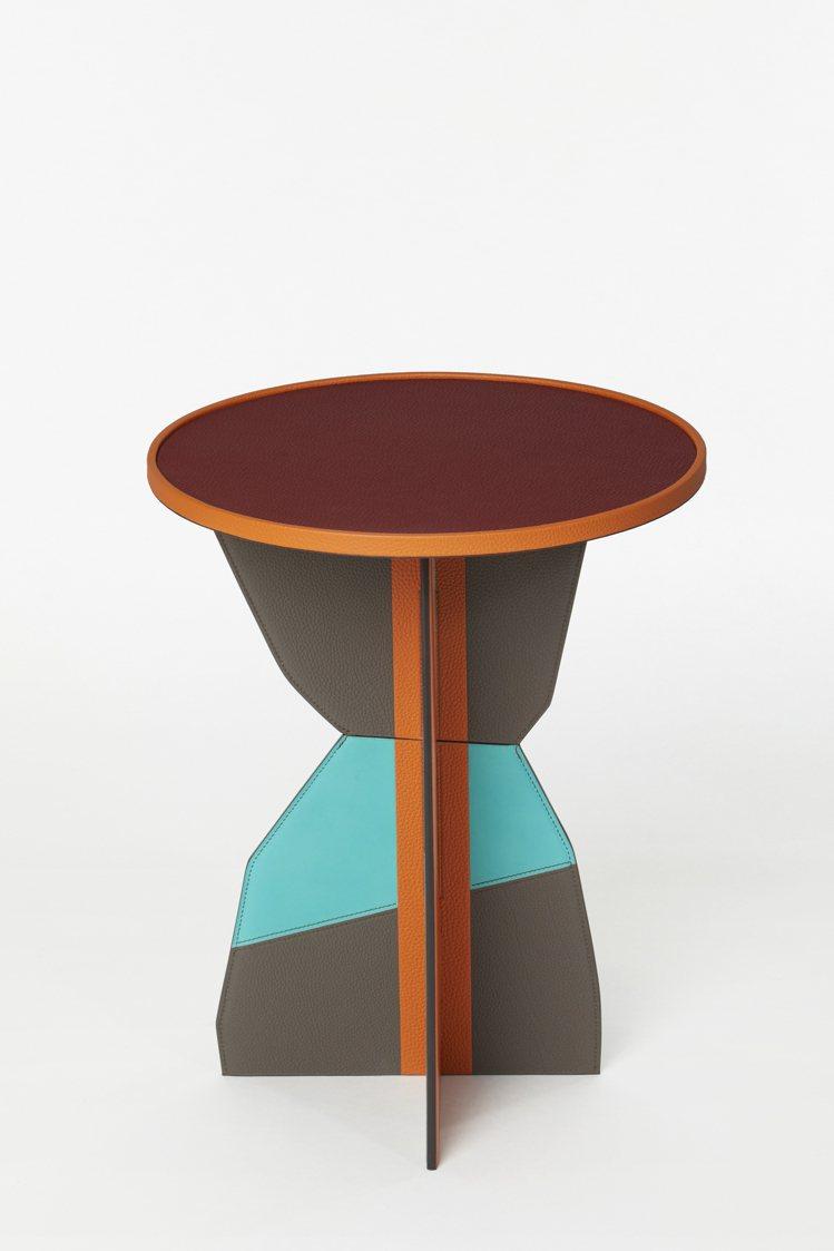 小圓桌,38萬3,500元起 (依商品實際材質而定)。圖/愛馬仕提供