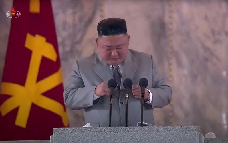 北韓領導人金正恩在勞動黨建黨75周年閱兵典禮上發表談話。法新社