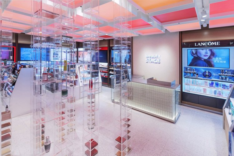 beautySTAGE美麗台在新光三越台中中港店B1開出首家實體美妝複合店。圖/...