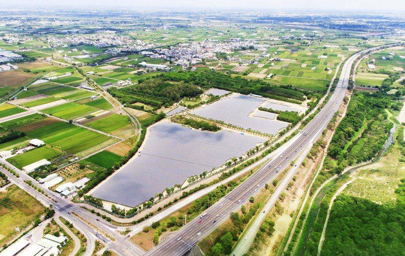 友達建置奇美綠能園區15MW太陽能發電系統。圖/友達提供