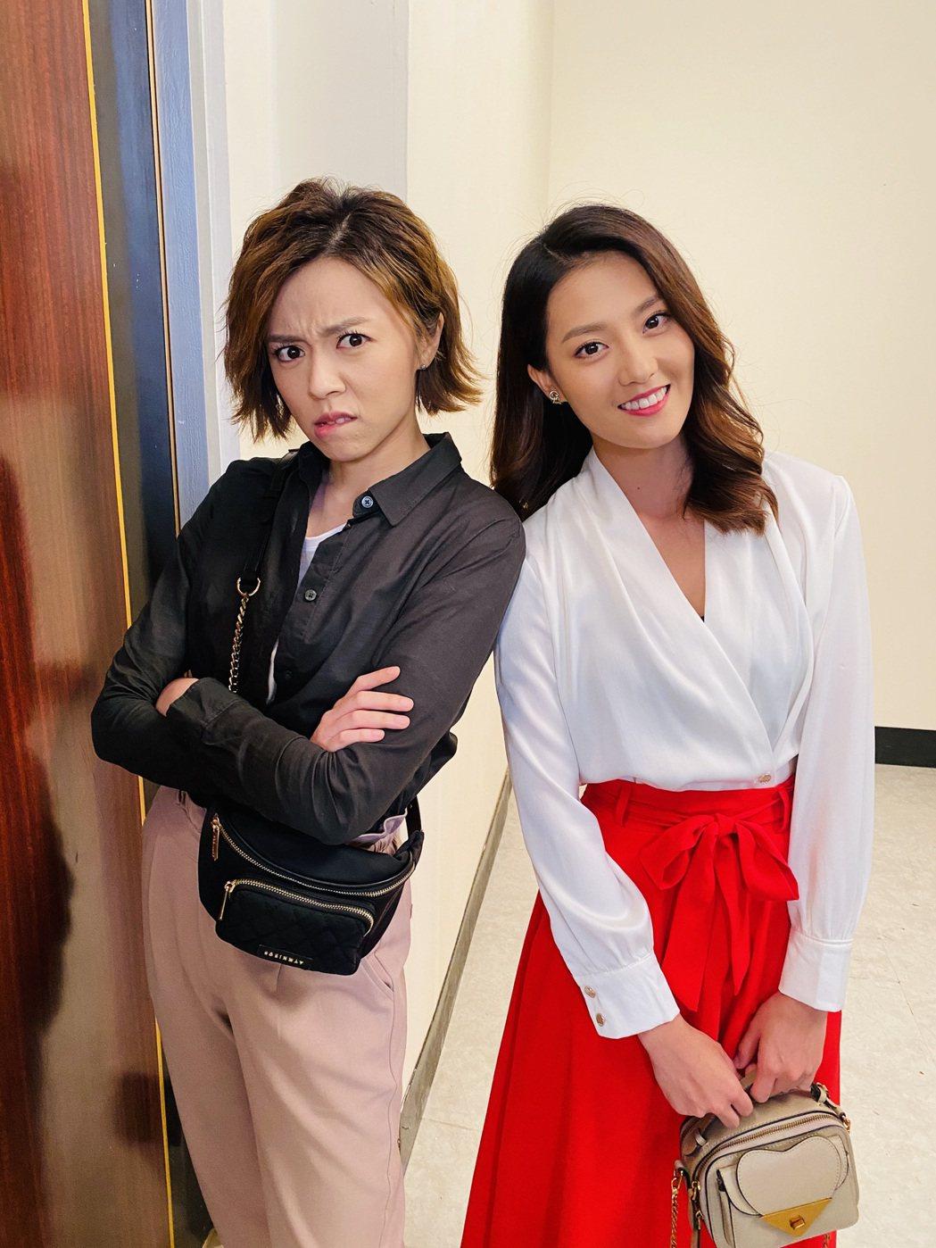 王瞳(左)、顏曉筠在「多情城市」戲裡換身份。圖/民視提供