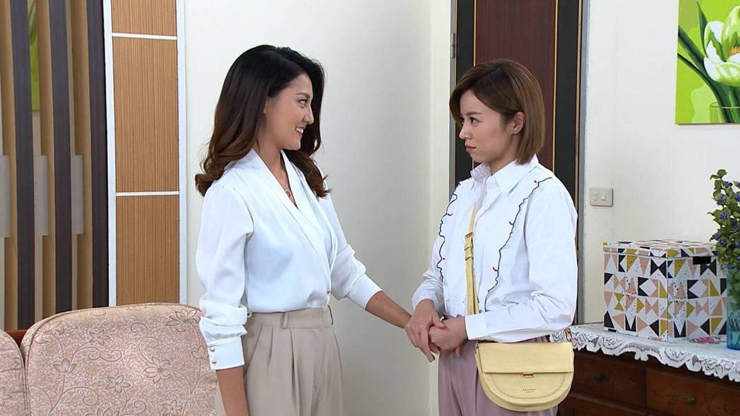 顏曉筠(左)、王瞳在「多情城市」中飾演無血緣的姐妹。圖/民視提供