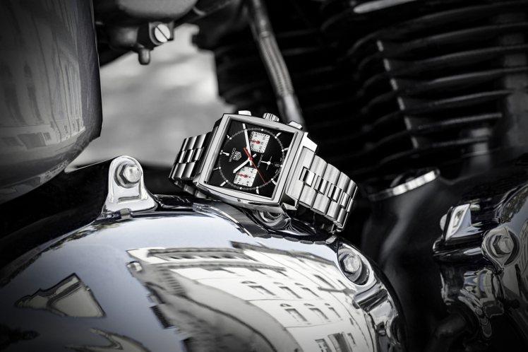 泰格豪雅在今年推出的Monaco計時碼表,除了搭載新的機芯配置,還加上運動元素,...