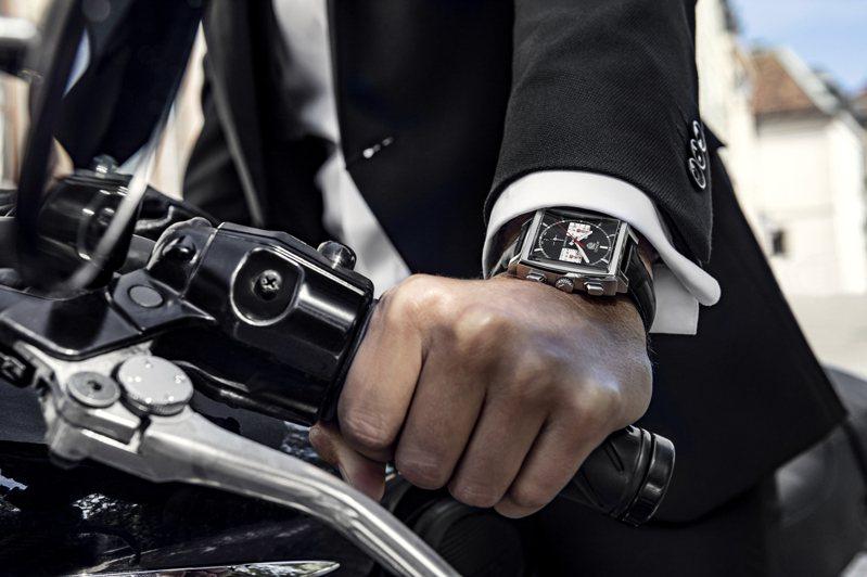 泰格豪雅Monaco H02自動計時腕表,不鏽鋼表殼,約20萬8,600元。圖/TAG Heuer提供