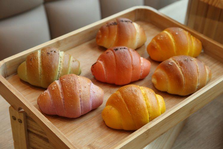 7款色澤各異的台灣風土鹽可頌,各使用不同的風土鹽調味。記者陳睿中/攝影