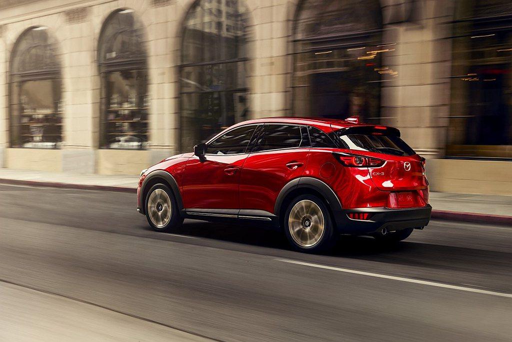 Mazda CX-3提供尊榮、頂級與旗艦三款車型,正式售價自新台幣78.9萬元起...