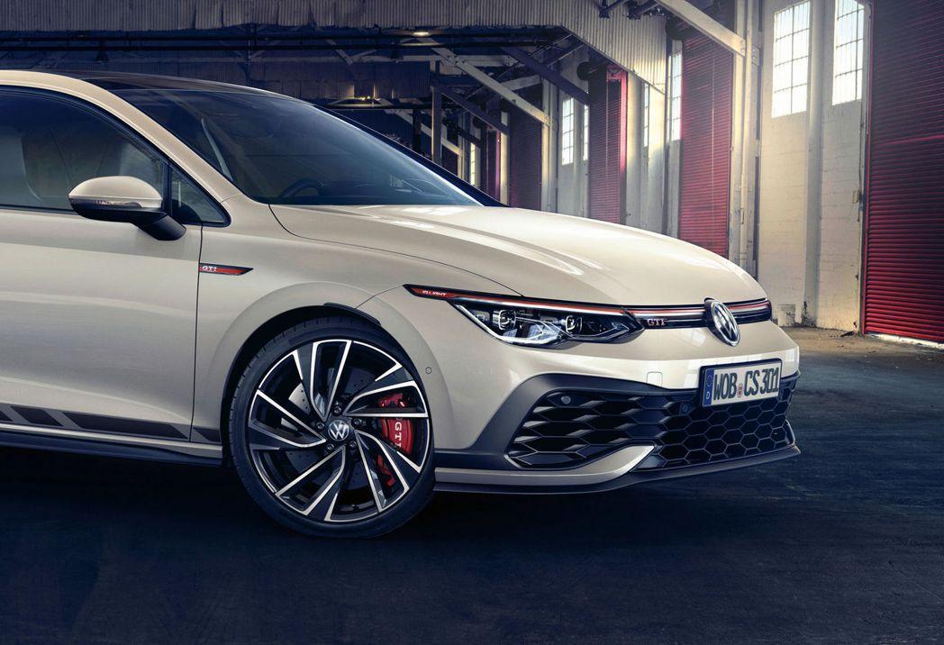 Golf GTI Clubsport車頭前保桿比起GTI更加銳利。 摘自Volk...