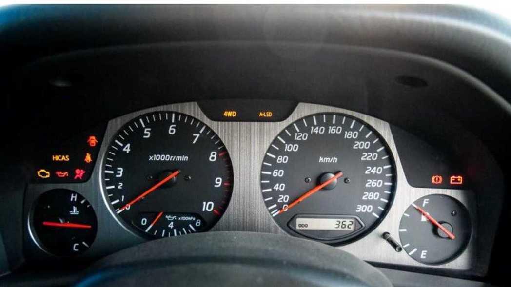 Nür版畫上了表底300km/h的時速表,行駛里程僅362公里。 摘自JDM E...