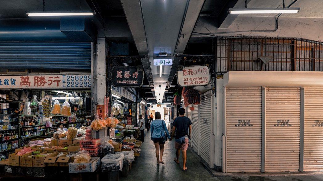 游智維與團隊透過計畫入駐東門市場三樓打造旅人餐桌活動。圖/游智維提供