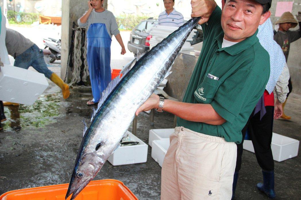 石梯坪小旅行中,邀來許多在地人引領拜訪當地市場與漁家。圖/游智維提供