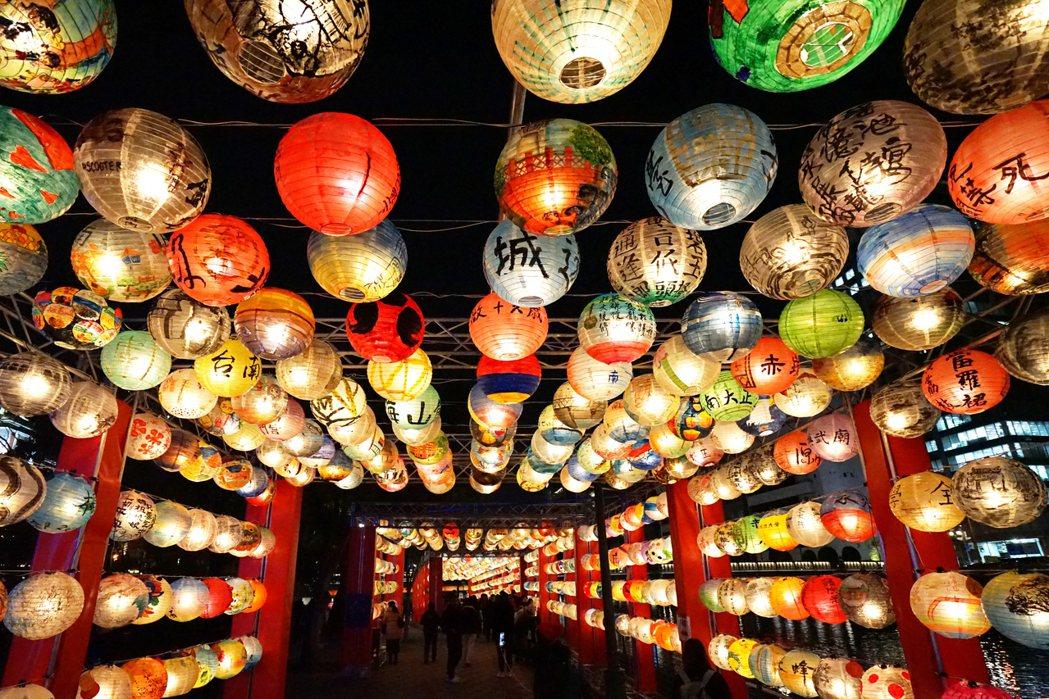 「蚯蚓文化」因「台南紅椅頭觀光俱樂部計畫」而受邀參與大阪燈會。圖/游智維提供