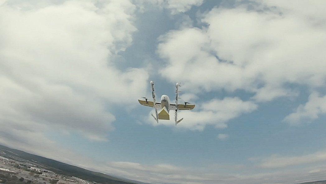 Wing公司透過無人機,發送各式各樣的書籍給居住在美國維吉尼亞州蒙哥馬利郡學區的...