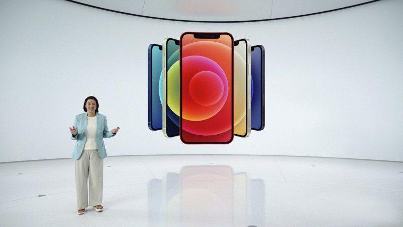 果粉期待已久的蘋果iPhone 12系列新機正式發表,電信業今日陸續啟動搶客活動,台灣大(3045)宣布,預計在10月16日(周五)晚間8時起開放預購,預購時需先繳3,000元。 法新社