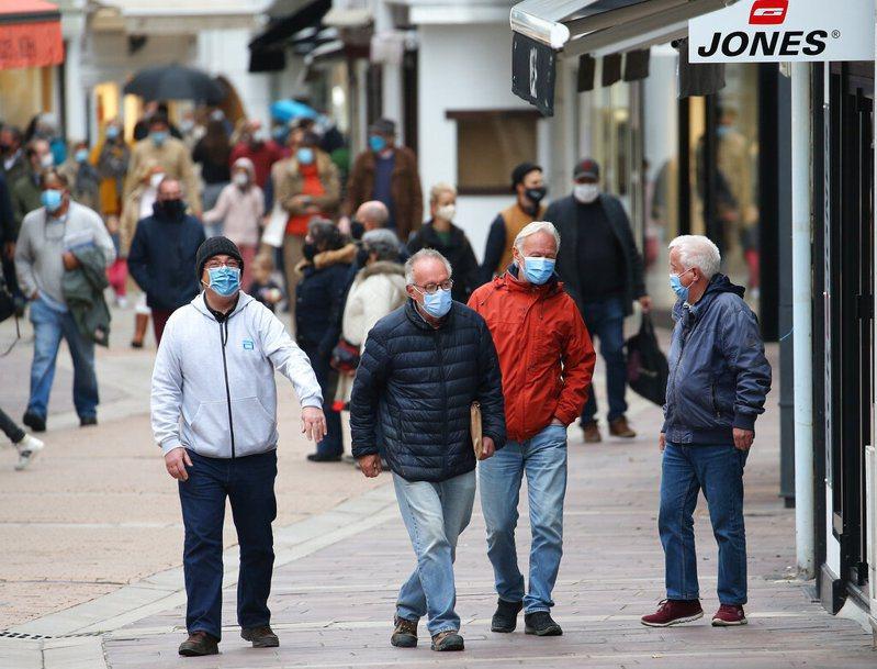 世界衛生組織13日表示,歐洲上週通報新增超過70萬起確診病例,是疫情爆發以來的最高數據。 美聯社