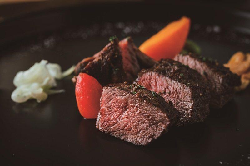 首次推出牛肉主菜,少帥私房套餐選用美國PR板腱牛肉,口感有嚼勁而不柴。 攝影/Ray