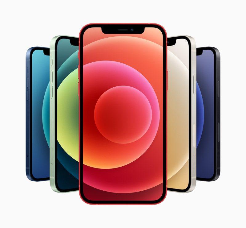 iPhone 12系列邊框為鋁金屬材質,共推出藍色、綠色、黑色、白色和(PRODUCT)RED 5種繽紛色彩。圖/蘋果提供