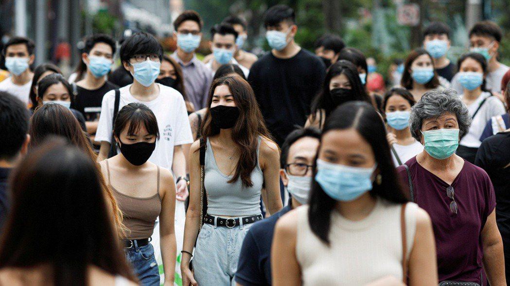 新加坡人潮示意圖。路透