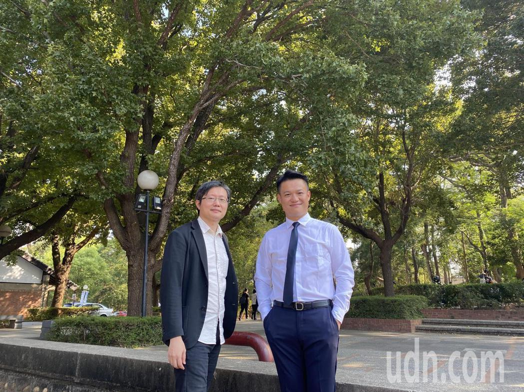 台中市建築經營協會理事長邱名仕(右)認為,房市本質更應像一條緩緩前進的河流,持續...