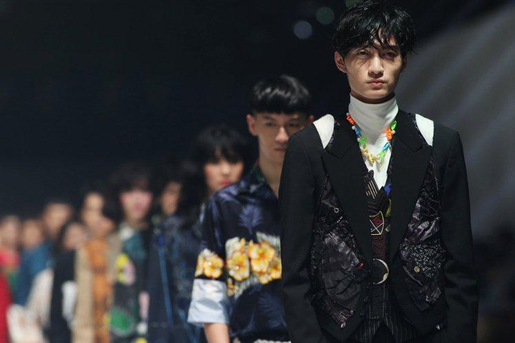 周裕穎以舊衣新設計來呼應永續環保的概念。圖/JUST IN XX提供