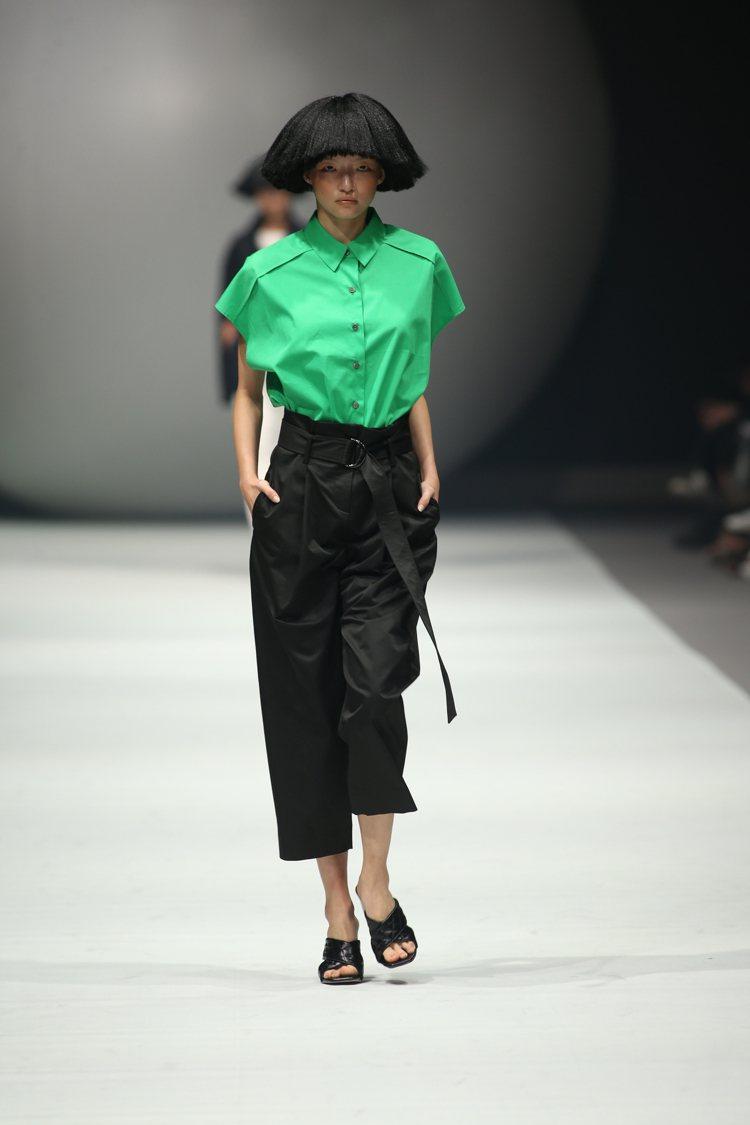 以永續為主題的DOUCHANGLEE在品牌既定的黑白色調中,加入砂岩色、礦石灰、...