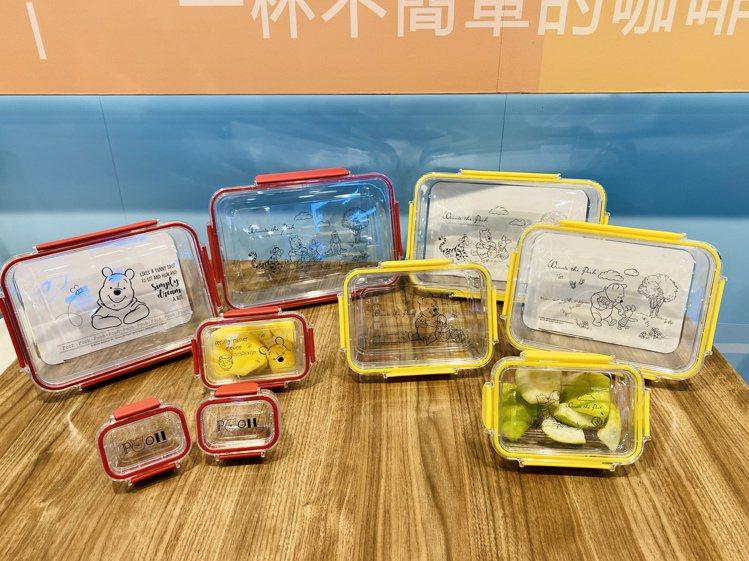 高透明度的小熊維尼輕透密封Tritan保鮮盒組,輕鬆分類食材,不用時還可套疊收納...