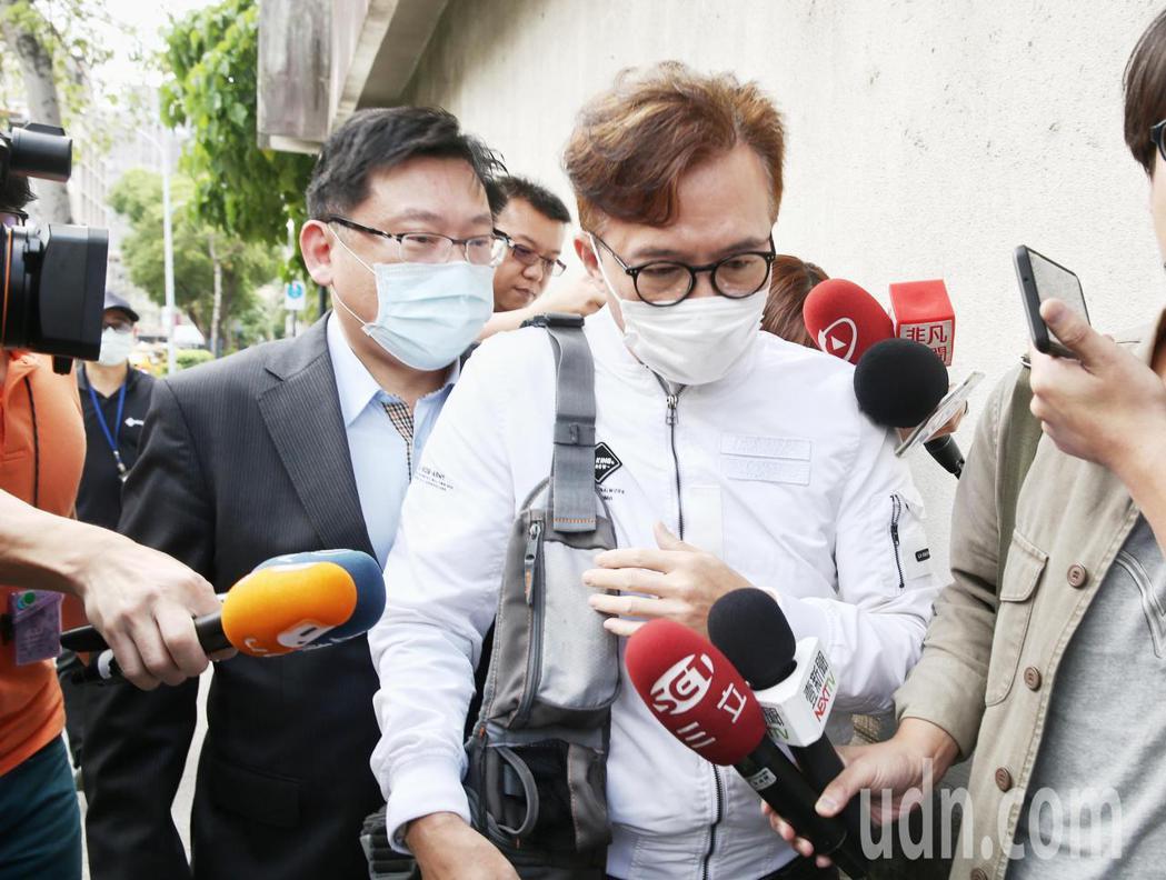 孫鵬陪著兒子出庭,目前對此案沒有意見。記者曾原信/攝影