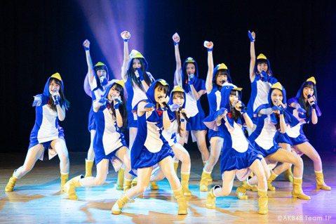 女團「AKB48 Team TP」成軍2年,期間成員邱品涵成為台灣第6位藝人登上NHK「紅白」,此外她們也和AKB48合體攻上台北小巨蛋開唱,接連刷新2項歷史紀錄,她們表示雖然憂心新女團崛起,但成員...