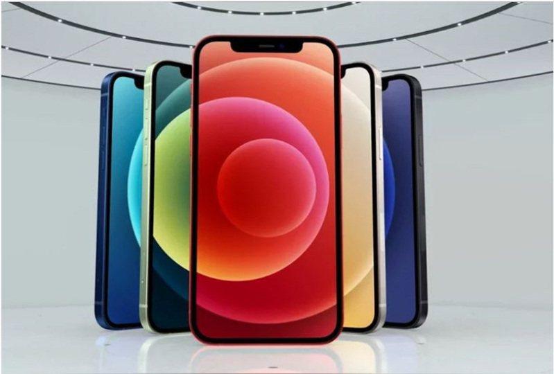 蘋果公司於14日凌晨,發表包括四款iPhone 12系列在內的智慧手機產品。 圖/截自蘋果發表會直播