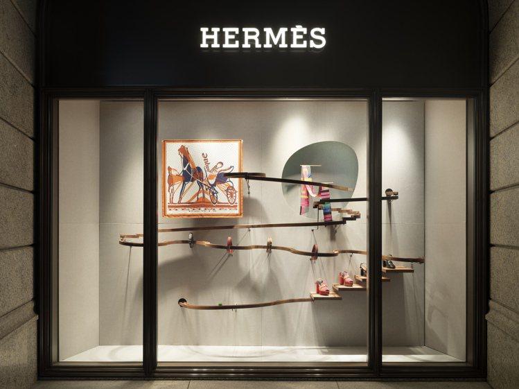 連櫥窗也看得到愛馬仕與豪華朗機工共同操刀的玻璃彈珠機械裝置。圖/愛馬仕提供
