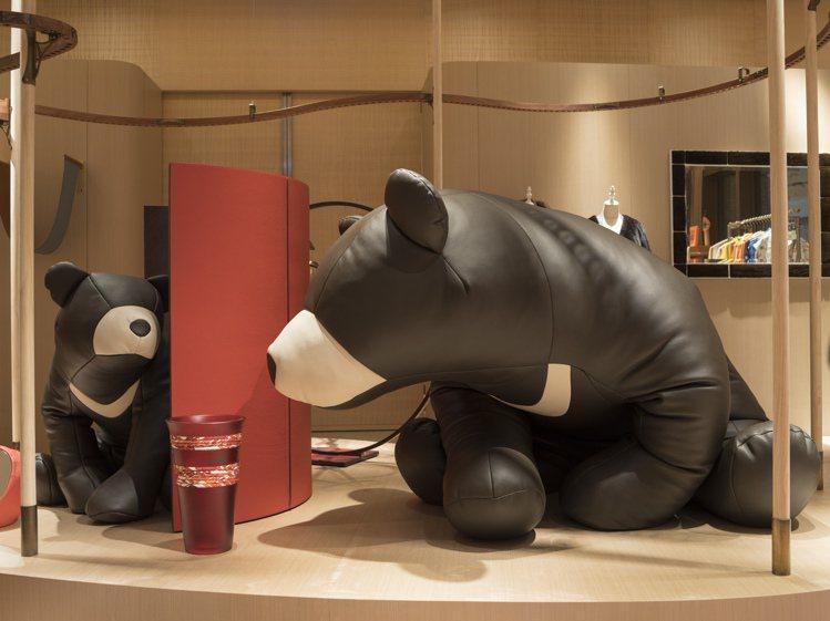 愛馬仕更帶來了台灣獨家的項目,像是主打地方自然物種特色的台灣黑熊懶骨頭。圖/愛馬...