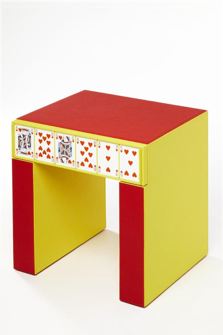 撲克牌裝飾床頭櫃,99萬2,500元起 (依商品實際材質而定)。圖/愛馬仕提供