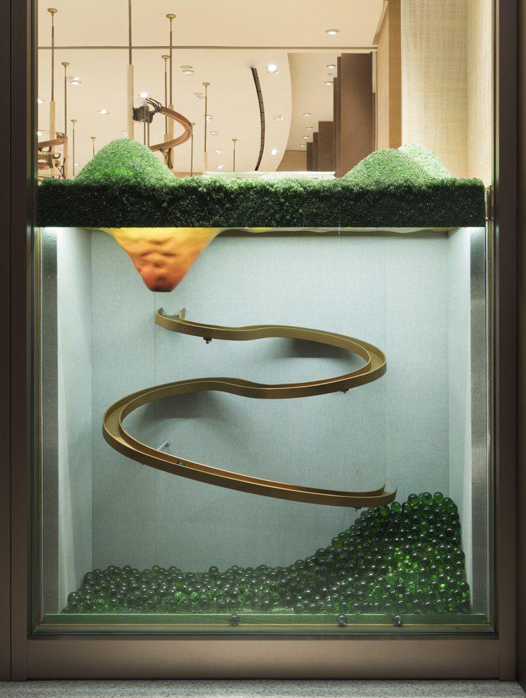 本次愛馬仕特別與台灣藝術團隊豪華朗機工合作,為petit h展覽設計了有趣的玻璃...