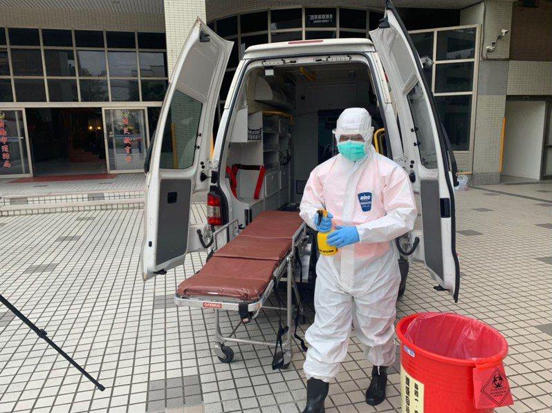 台南市政府體恤第一線防疫消防員辛苦,今天決定頒發防疫出勤獎勵金,為打火兄弟加油打氣。記者黃宣翰/翻攝