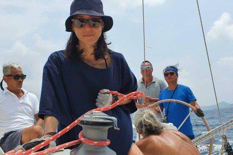 剛殺青「關係暴力」的鍾瑶,7月底才剛過完生日,熱衷運動也喜歡挑戰各種學習的她,每年都會為自己的生日規劃定立一項任務與新目標。她自覺一直想考個跟海洋或船相關的證照,考取帆船執照當成自己今年的生日禮物。...