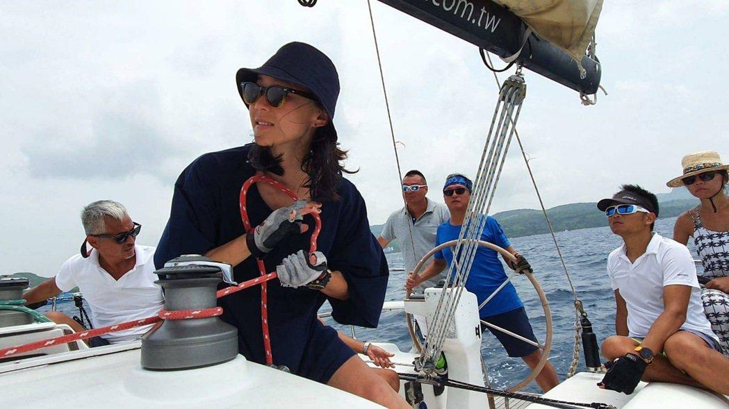 鍾瑶考取帆船執照當自己的生日禮物。圖/群星瑞智提供